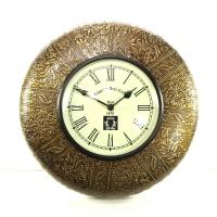 Часы слатунным декором