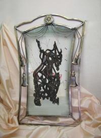 Зеркало с металлическими кисточками